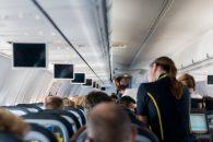 V letadle, letuška (ilustrační foto)
