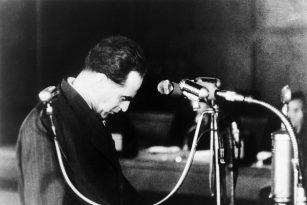 Rudolf Slánský před senátem státního soudu v Praze. Ve dnech 20. až 27. listopadu 1951 se konal proces s vedením protistátního spikleneckého centra v čele s Rudolfem Slánským