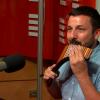 Petr Tomeček hraje na Panovu flétnu