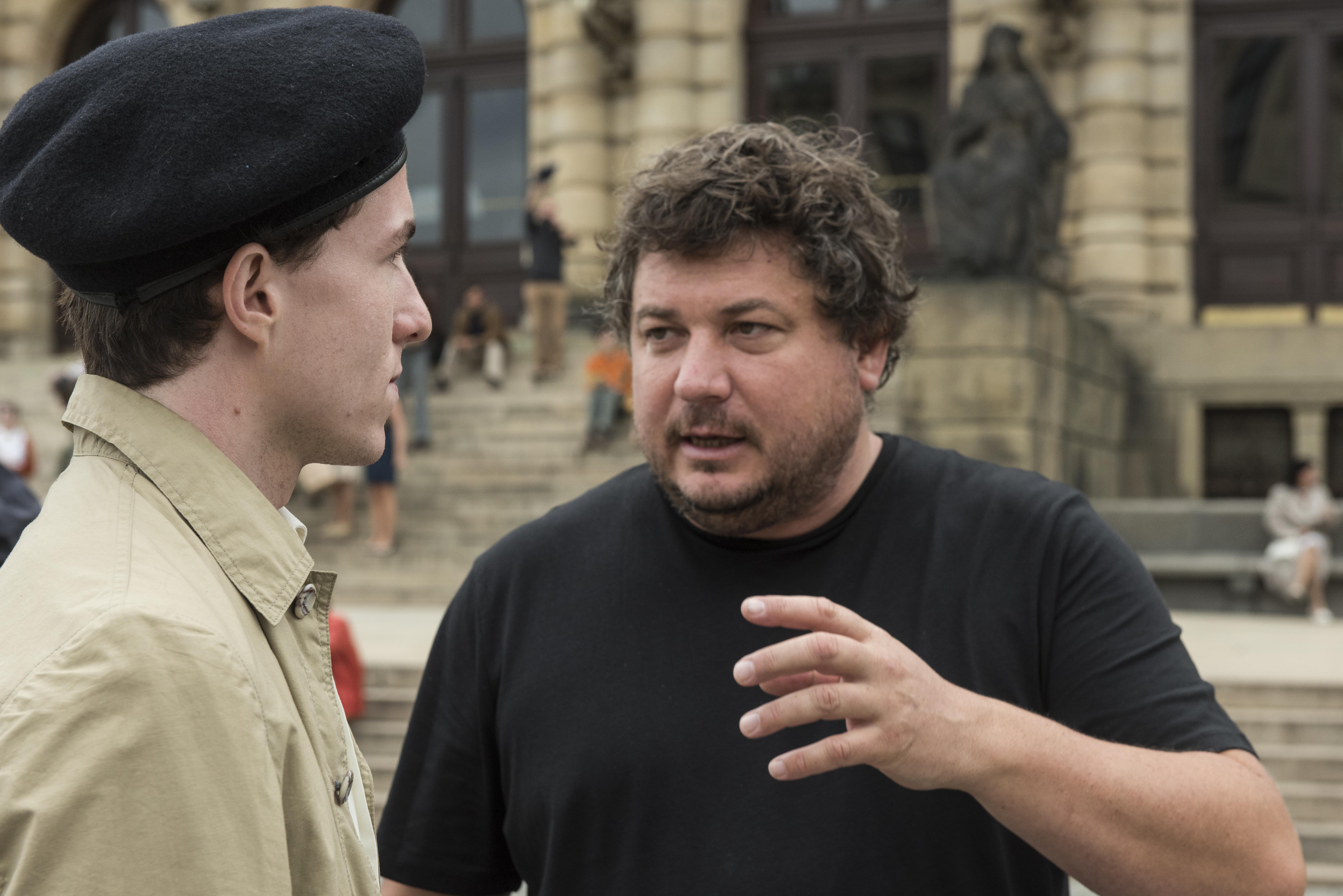 Z natáčení snímku Jan Palach. Vpravo režisér snímku Robert Sedláček, vlevo představitel hlavní role Viktor Zavadil